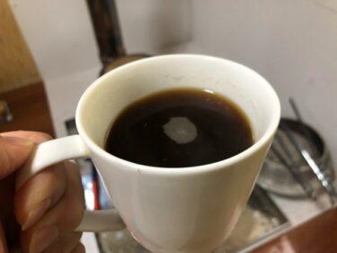 薪ストーブの前でコーヒーを。